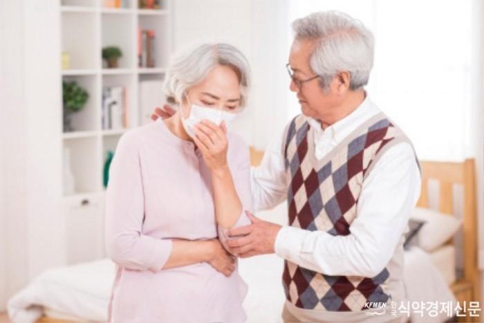 [사진]한국건강기능식품협회_노년층 건강에 도움 되는 건강기능식품 소개.jpg