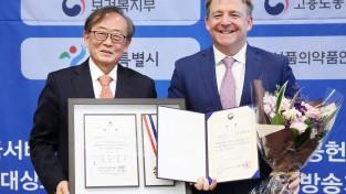 한국로슈, 환자 및 소외 이웃 위한 지속적인 사회공헌활동으로 '2019 대한민국사회공헌대상' 수상